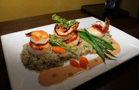 Picture of a scallop and shrimp entree
