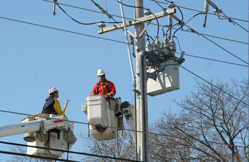 Image-of-men-in-bucket-truck-fixing-electric